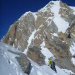 Jefta op de topgraat vd GPA met links de Freney pijler en rechts de ijswand richting Mt Blanc