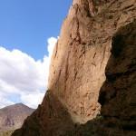De westwand van de Taoujdad met de route Au nom de la Reforme (foto: K. Snoek)