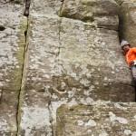 Kris klimt veilig met helm op Hercules