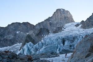 Op weg naar de Col de Hirondelles wordt de oostwand zichtbaar