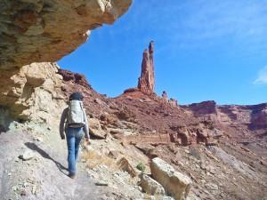Daniel op weg naar de Moses, de hoge vrijstaande toren in het midden.