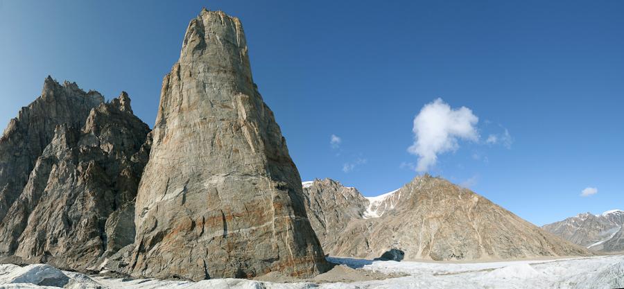 """De 900 m vrijstaande pilaar """"The Cenotaph"""""""