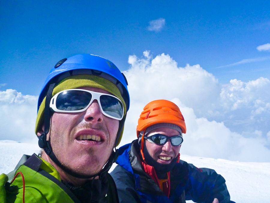 Niels (rechts) en ik op de top vd Monte Bianco (4810 m) na zes lange dagen klimmen.