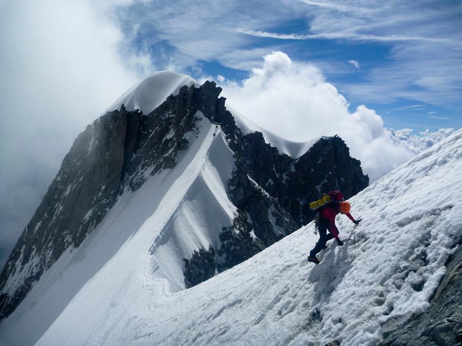 Niels, en achterop de Italianen, op de Half Moon ridge