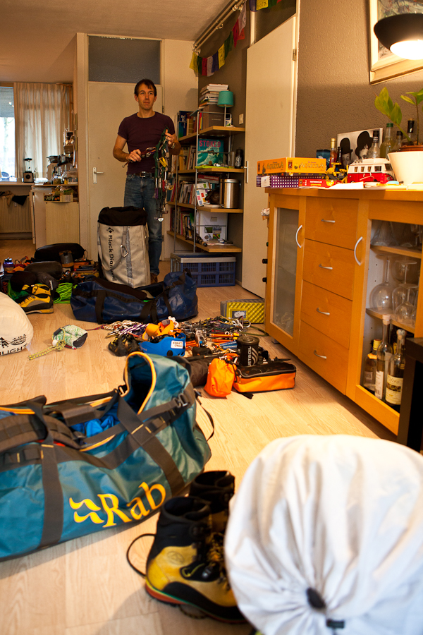 Het inpakken beslaat de gehele woonkamer