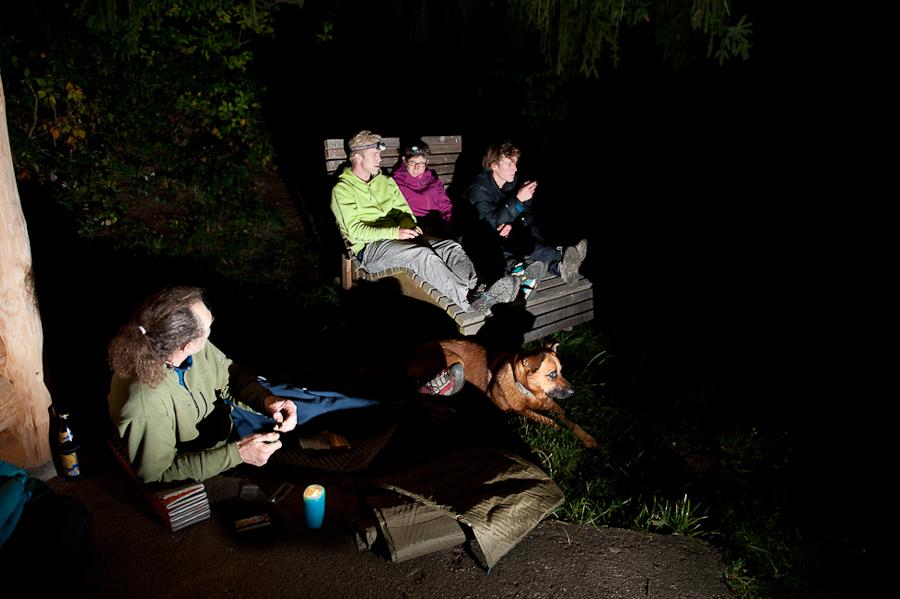 Een gezellige avond in Ettringen met van links naar rechts: Michael, Bimbo, Bas, Saskia en Niek. Foto: Kris Schrijvers